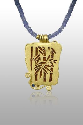 necklace-gold-backplate-bamboo-piercing-tanzanite